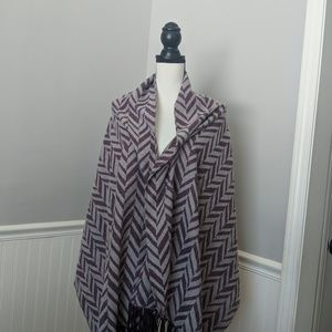Charming Charlie Blanket scarf great condition!!!